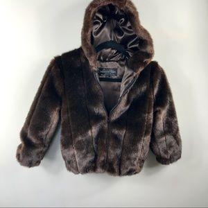 Donna Saylers' Fabulous Furs
